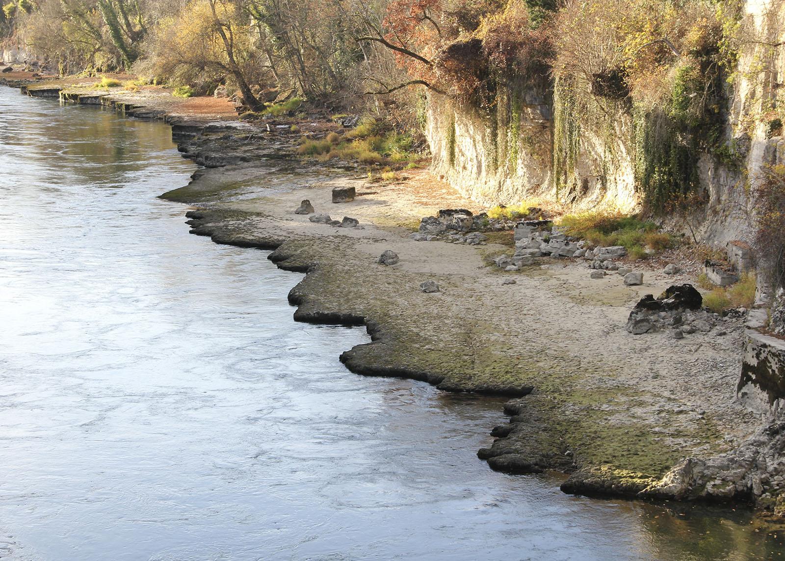 aareschlucht-brugg_niedrigwasser_felsen_rand-felsrinne