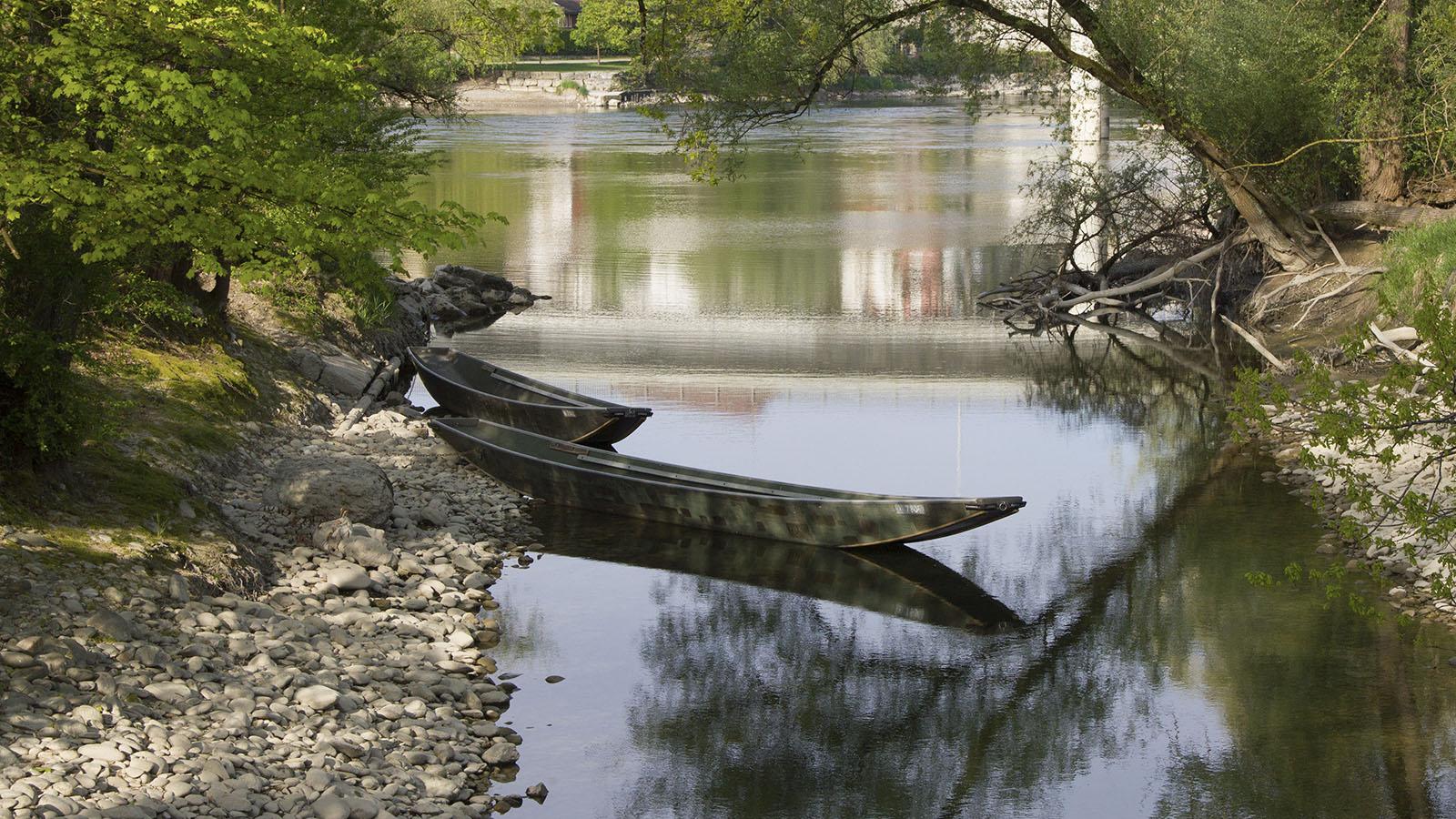 Zurück in ruhigen Gewässern: Landungsstelle im Geissenschachen, wo sich das Vereinshaus der Pontoniere befindet. Im Bild sind zwei Weidlinge zu sehen