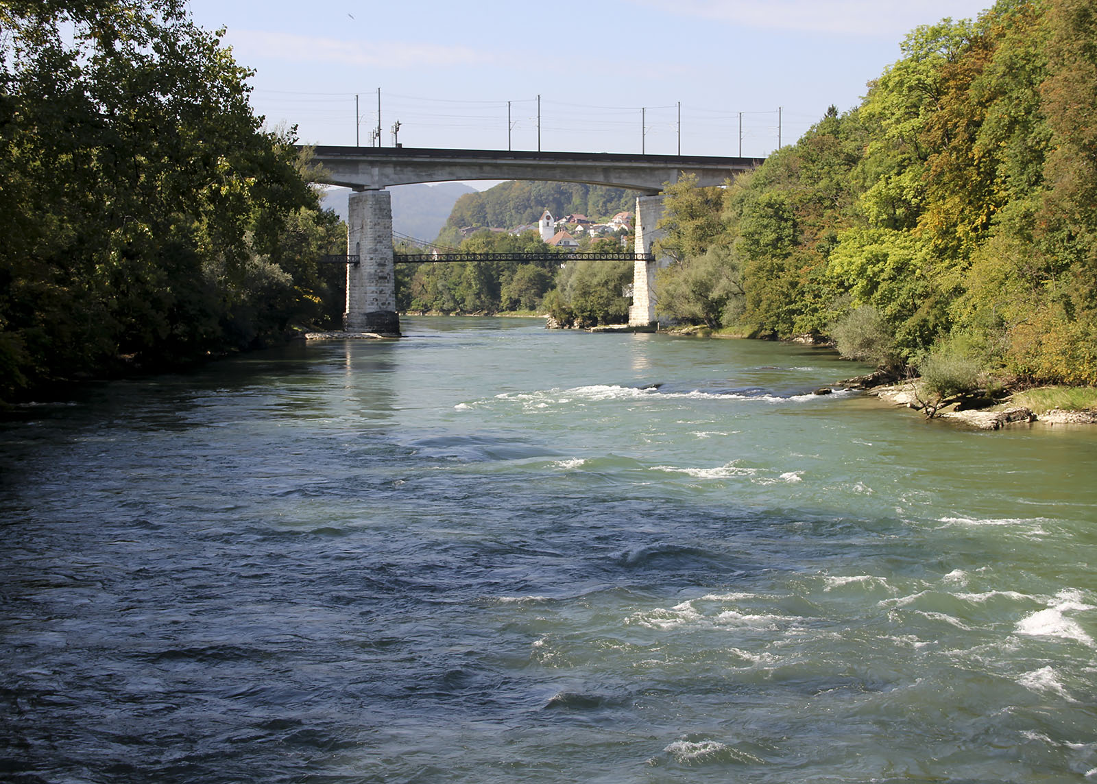 Am Unterlauf ist die Aare heute zu 80% gestaut oder als Restwasser unterwegs. In Brugg lässt sich der Fluss noch in seiner ungezähmten, weitgehend ursprünglichen Gestalt erleben. Umso wichtiger ist es, beim Erhalt dieses Naturdenkmals keine Kompromisse einzugehen