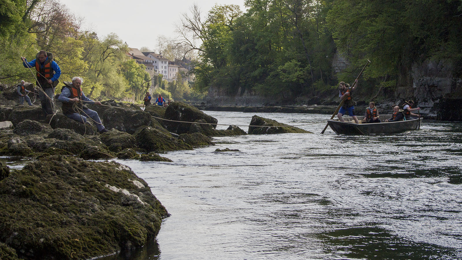 pontoniersportverein-brugg_chäschüechlifahrt-april-2017_aareschlucht_übersetzboot_spanntau_felsen_moos