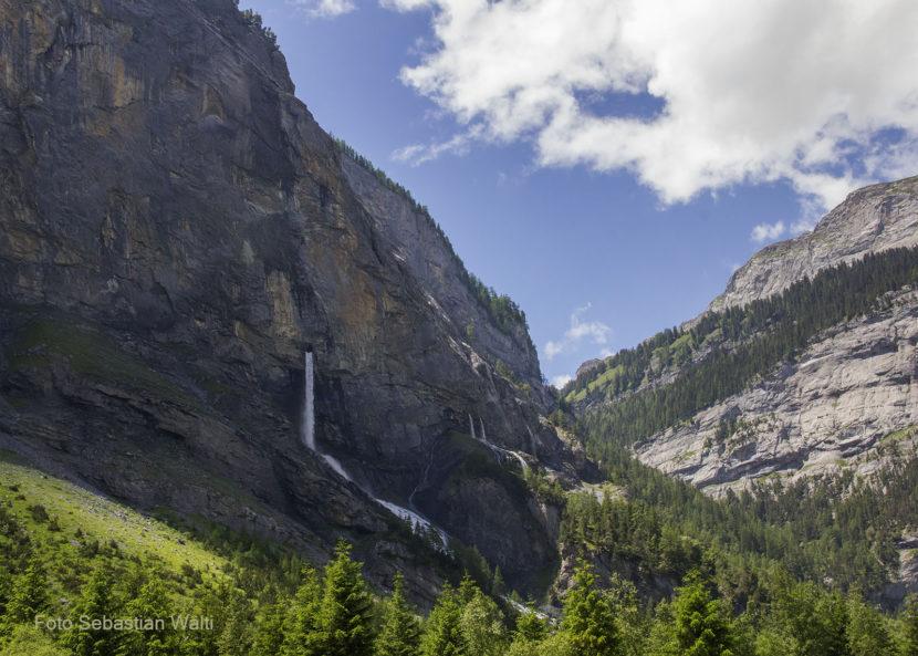 Der 70 Meter hohe Geltenbachfall ist nur zeitweise aktiv, da er vom Überlauf eines unterirdischen Karstwassersystems gespeist wird