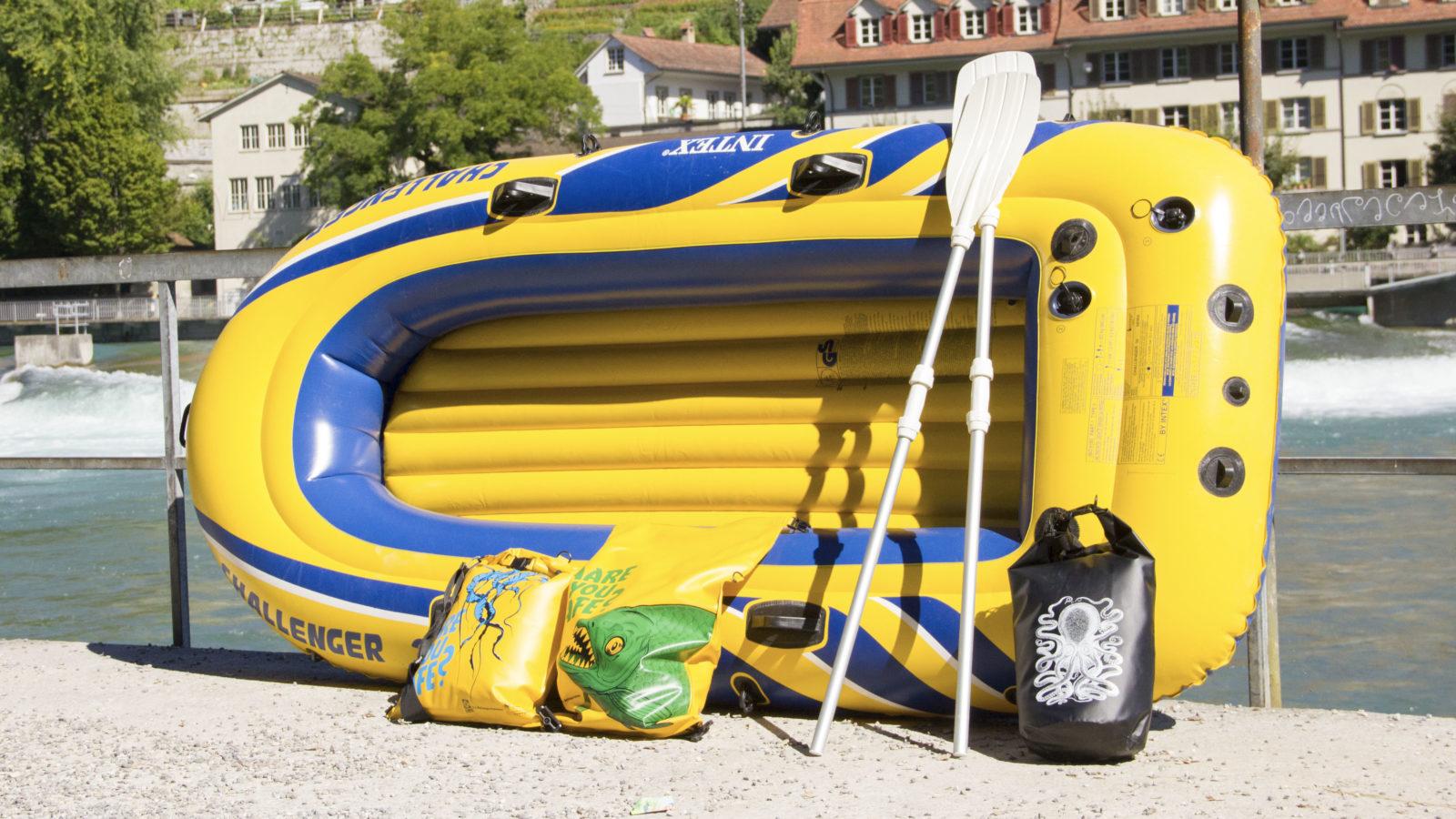 Typisches Badeboot mit guten Paddeln und Trockensäcken