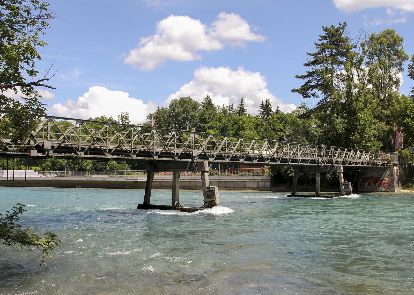 An der Schützenbrücke bei Münsingen ist etwa die Hälfte der Strecke zurückgelegt. Bis Bern sind es noch 13 Kilometer