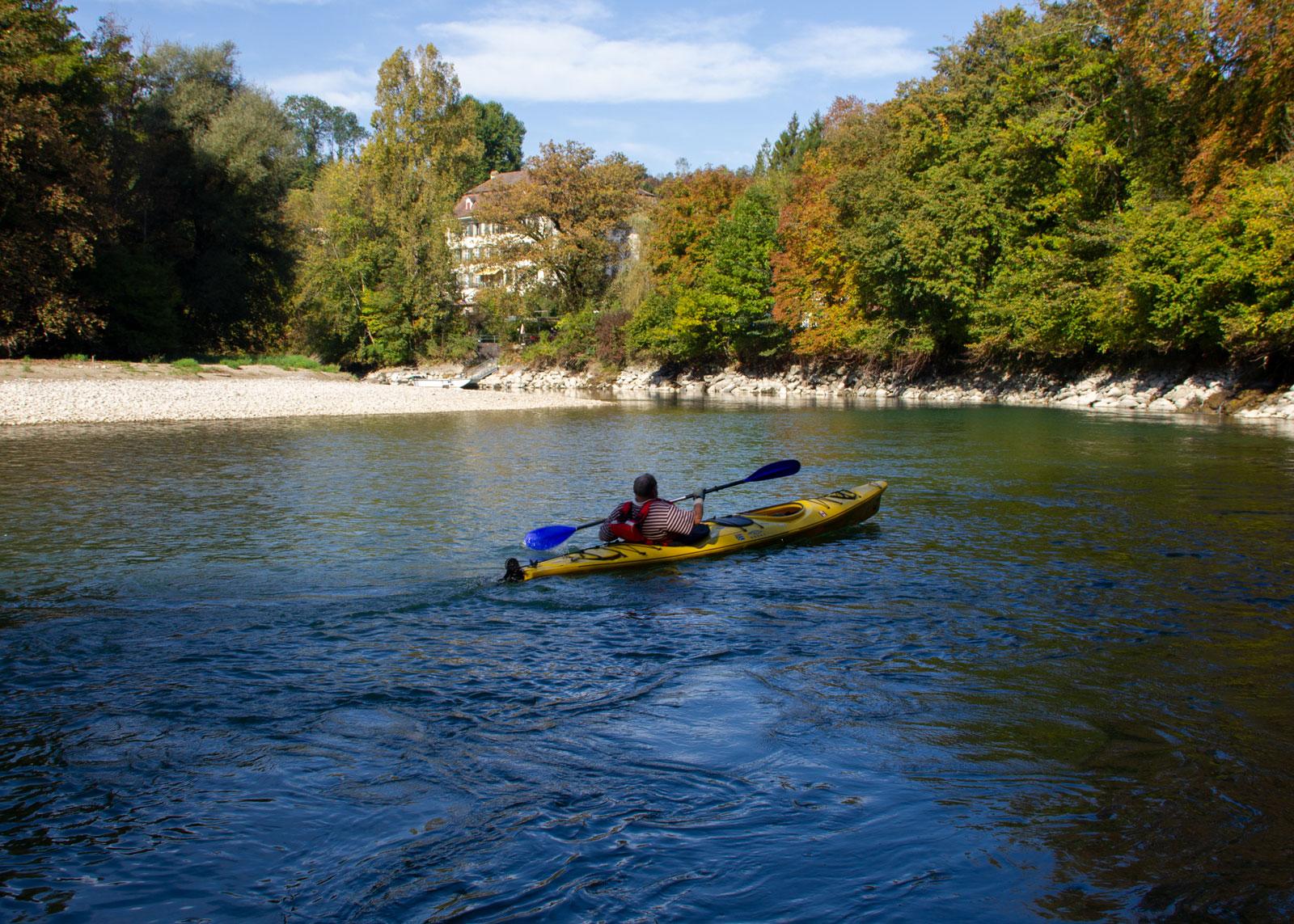Mit kleineren Booten kann die Restwasserstrecke auch im Herbst und Frühling befahren werden