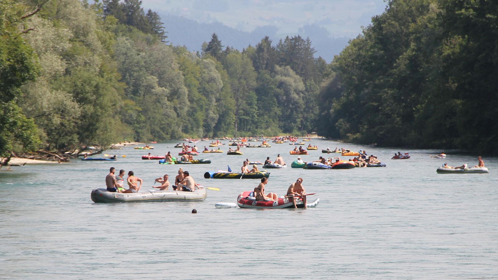 Freizeitaktivitäten wie das Aareböötle erhöhen den Druck auf die Flusslandschaft zusätzlich. Zugleich sollte aber auch die Chance gesehen werden, dass viele Menschen eine schützenswerte Gewässerlandschaft kennen und schätzen lernen