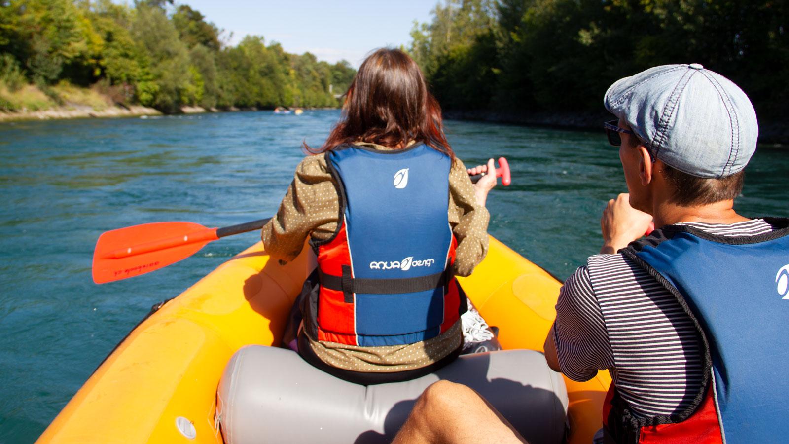 Es ist ratsam, auf Booten eine Schwimmweste zu tragen. Man denke etwa an den Kälteschock beim Kentern