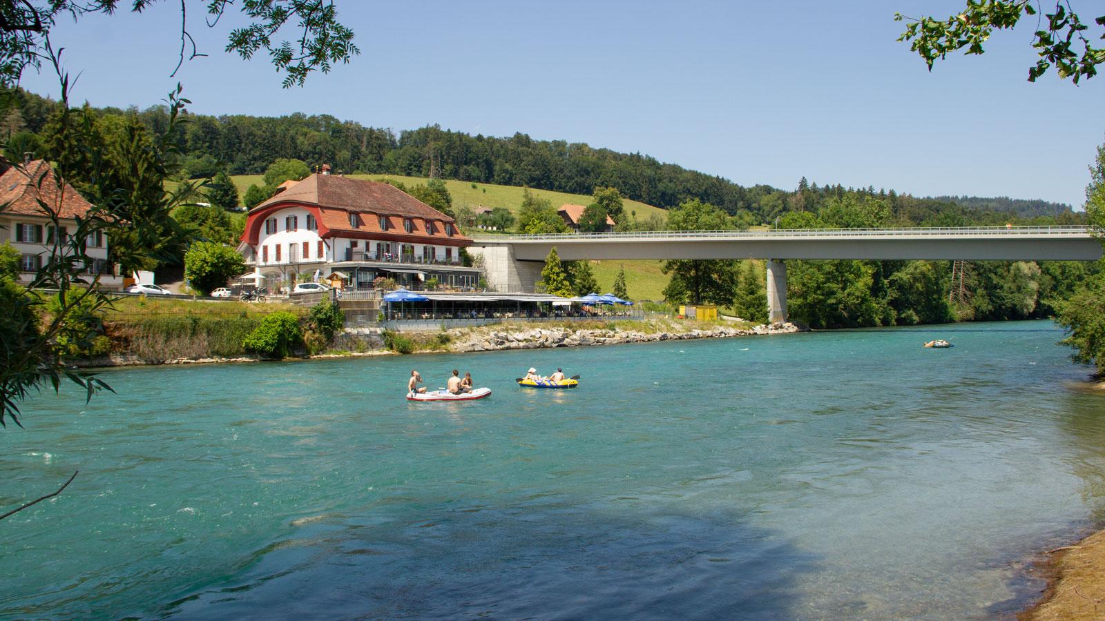 Die Einwasserungsstelle befindet sich unmittelbar links hinter der Thalgutbrücke. Anfängern bieten sich ab hier perfekte Bedingungen, da der Fluss weiterhin zügig, aber ohne schwierige Stellen bis Bern strömt. Der Einstieg ist rund einen Kilometer vom Bahnhof Wichtrach entfernt